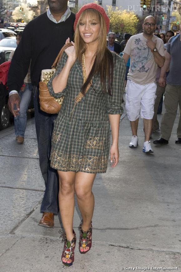 Tenue casual et chaussures chic signées Vuitton, Beyoncé a parfaitement  saisi les codes tropéziens !