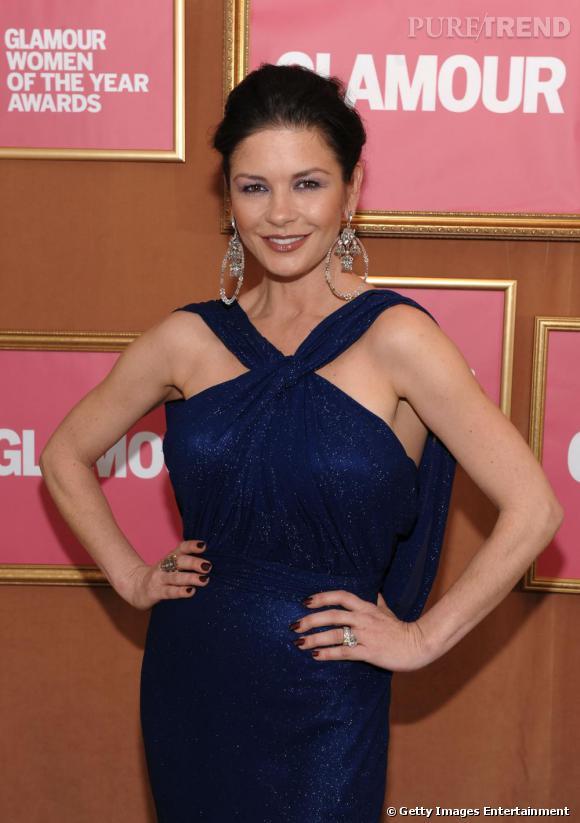 En 2009, Catherine revient au top avec une robe digne d'une diva et de boucles d'oreilles ostentatoire.