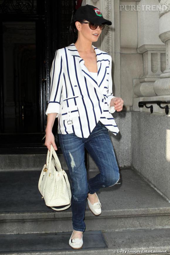 Lors de sa derniere apparition, si l'actrice opte pour une tenue plus décontractée on s'interroge sur son obsession pour les couvres chefs.