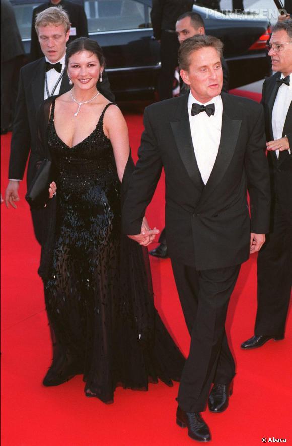 En 2001, l'actrice prouve qu'elle n'a rien perdu de son goût pour les robes glamours