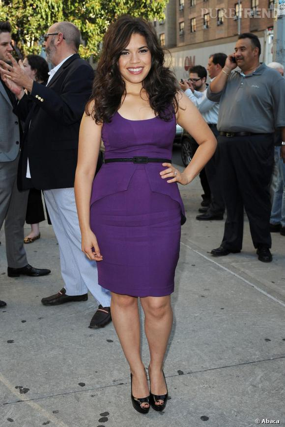 Dans sa robe mauve ceinturée, America Ferrera était sublime lors de la première du film The Dry Land réalisé par son fiancé.