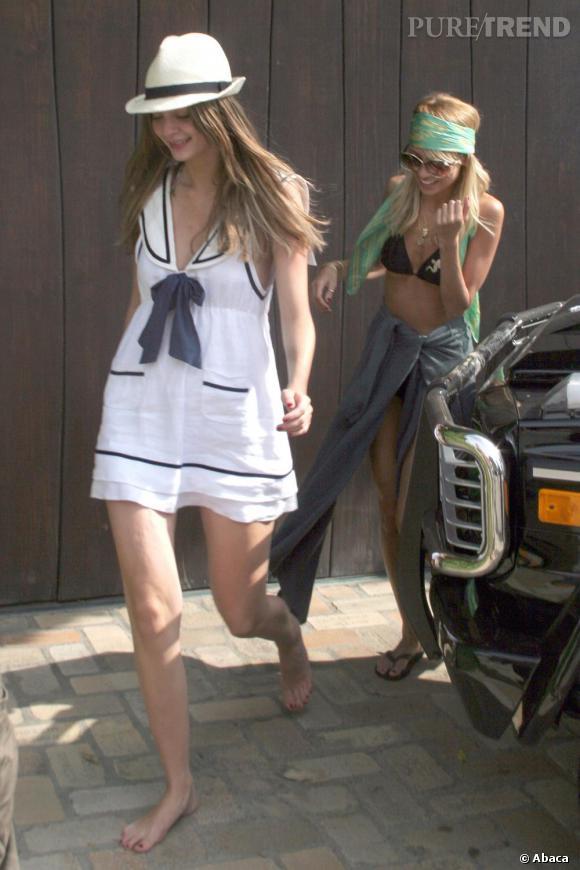 Nicole Richie contamine aussi ses copines. Ainsi c'est sans ses chaussures que la belle apparaît à Los Angeles.