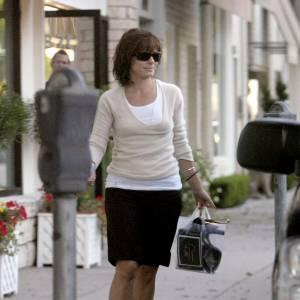 Lorsqu'elle sort, Sandra Bullock laisse ses chaussures dans son sac !
