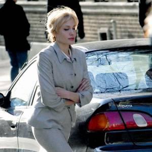C'est une Angelina pieds nus qui arpente les rues de New York pour les besoins de son film Salt.