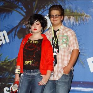 Avant d'être une modeuse émérite, Kelly Osbourne donnait plutôt dans la provocation et s'imposait sans chaussures aux Teen Choice Awards.