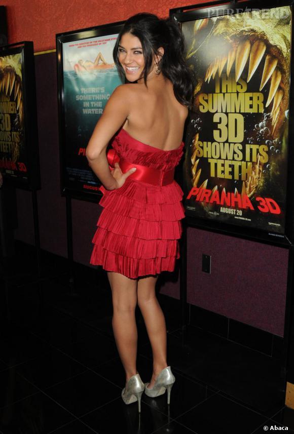 Jessica Szohr délaisse son style bohème chic pour une allure très sexy.