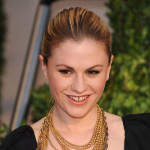 Le mythique sourire s'impose aussi sur le petit écran et l'actrice Anna Paquin de True Blood l'affiche sans complexe.