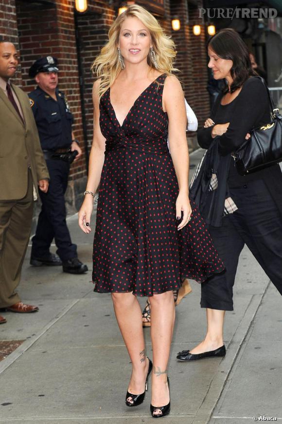 Christina Applegate enceinte et radieuse en Valentino.