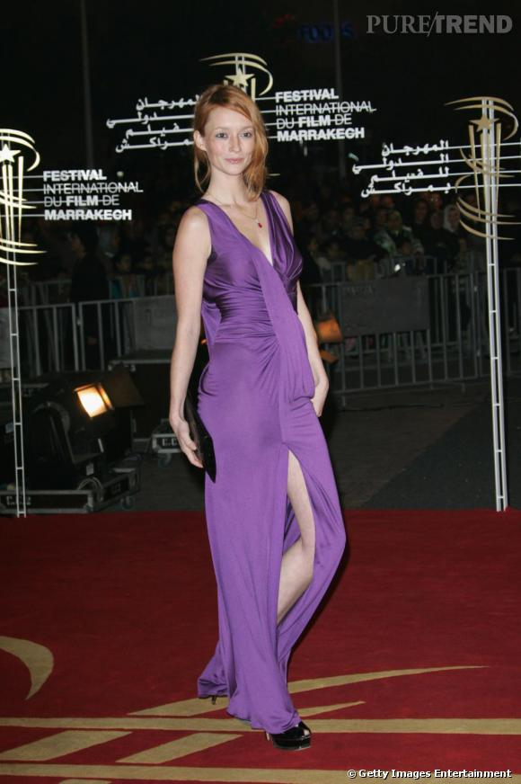 Audrey Marnay sait ce qui lui va et ose le violet soutenu.