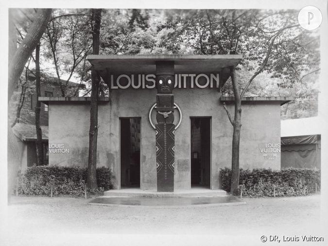 Entr e du stand louis vuitton lors de l 39 exposition - La maison coloniale paris ...