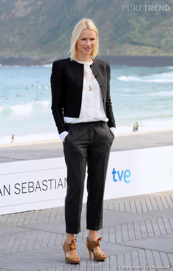 Toujours en Stella McCartney, Resort 2010, Naomi s'essaie au Black & White tendance masculine.