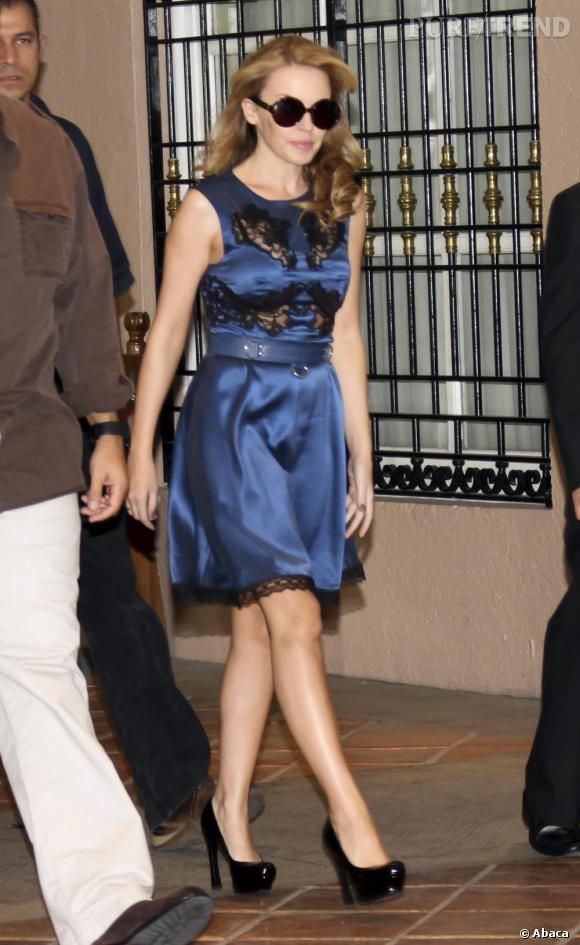Kylie Minogue terriblement glamour dans les rues de mexico.