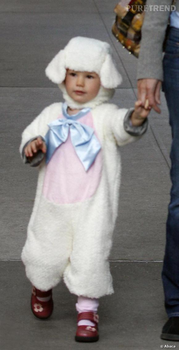 Violette, la fille de Jennifer Garner et de Ben Affleck tout simplement craquante en mini mouton.