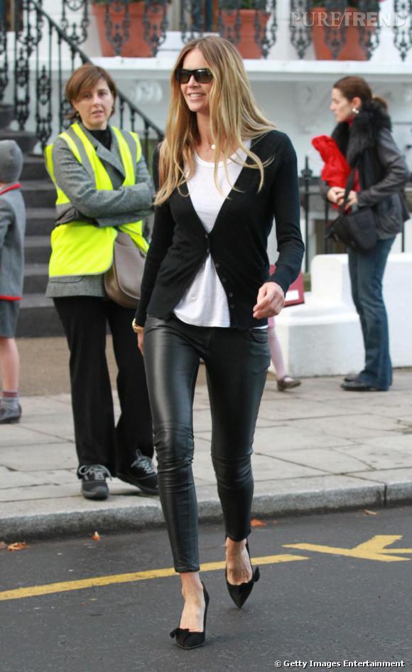 Un look de rue parfait pour Elle Macpherson, qui associe ses escarpins Isabel Marant à un tregging et un cardigan.