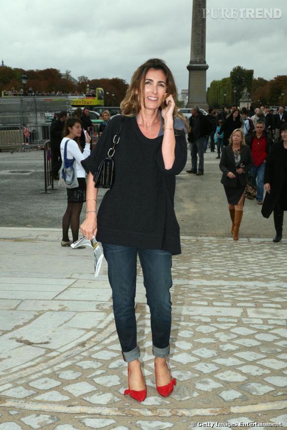 9d4f98e358942 Prêtresse de la mode, Mademoiselle Agnès porte les escarpins avec un jean  court, de