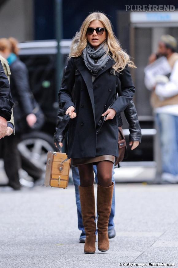 Bevorzugt En version jupe et bottes hautes, la belle allie chic et confort.  UR54