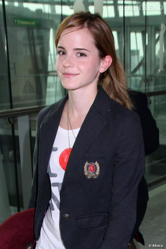Jeune étudiante à Brown, Emma parie sur le mi-long, facile à porter avec une simple raie sur le côté.