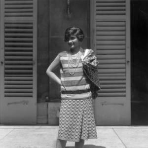 En 1929, Coco Chanel s'affiche en top rayé et impose la tendance.