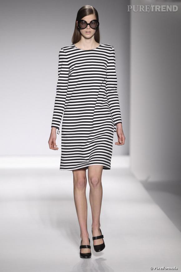Must have 2011, la robe marinière, toujours plus graphique comme chez Max Mara.