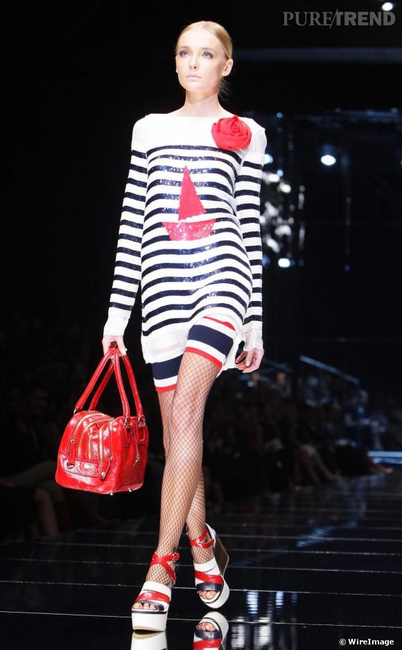 Chez Dolce & Gabbana, la marinière se couvre de sequins et prend le large.