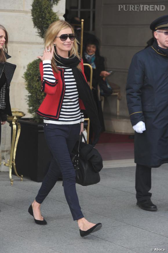 La saison dernière la marinière se portait avec un slim, des ballerines et une veste cintrée, pratiquement un uniforme à l'image de celui de Kate Moss.