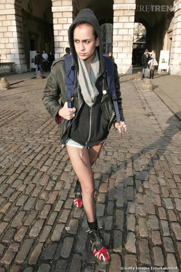 Difficile de croire qu'Alice Dellal est mannequin, quand on la voit dans la vie de tous les jours, en mode grunge et rebelle.