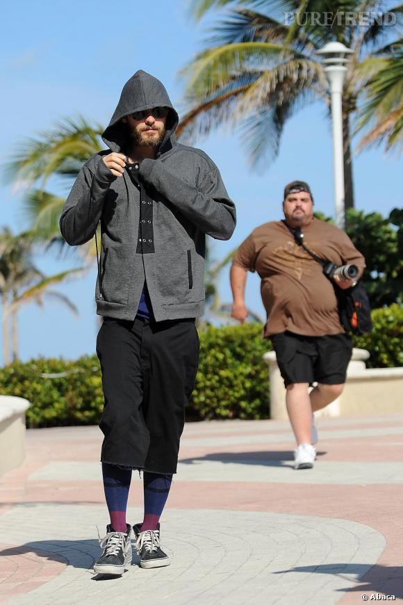 Jared Leto n'échappe pas aux paparazzi malgré un air un peu pouilleux, dans les rues de L.A.