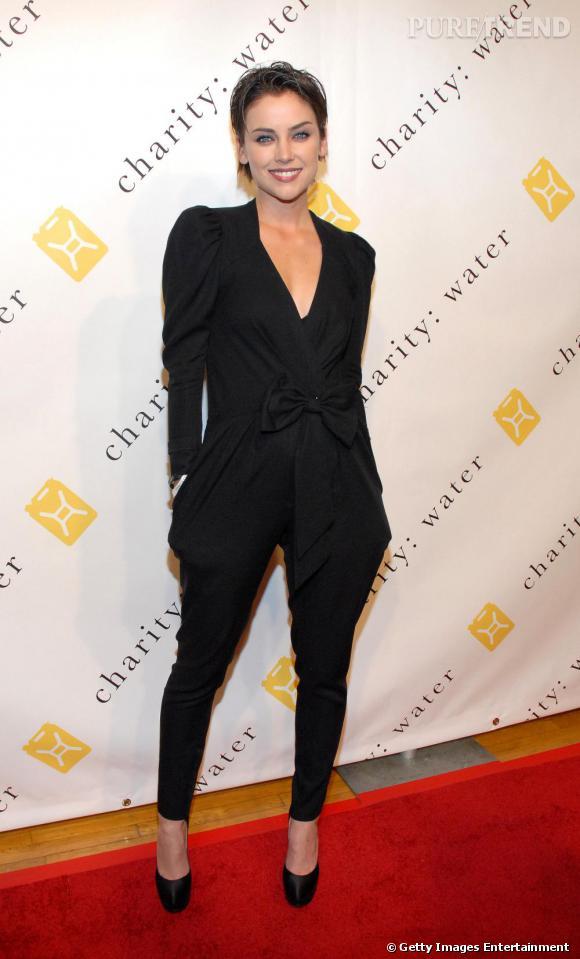 En fashionista émérite, l'actrice s'offre une apparition réussie avec un look à tendance masculine.