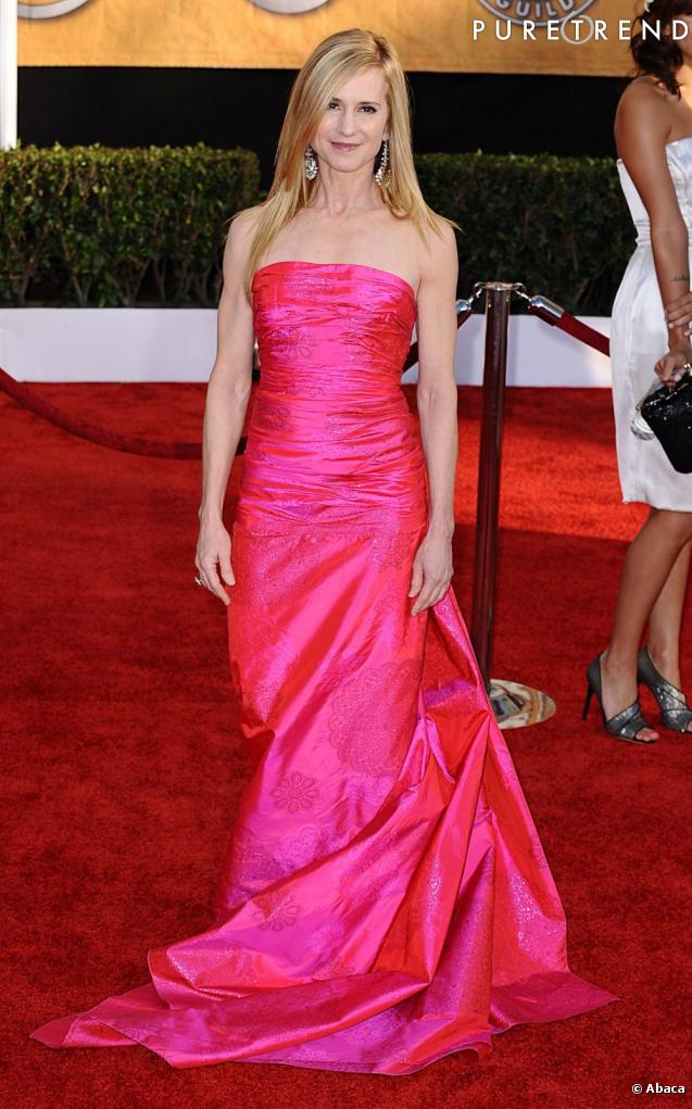 Holly hunter pr te remporter le prix de la robe la plus for Prix de la robe de lazaro