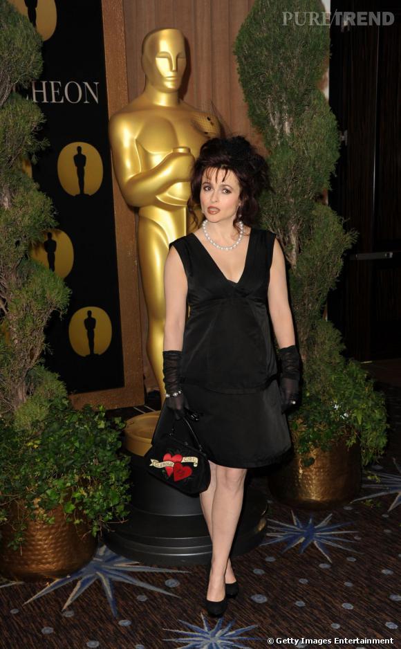 """Dans la catégorie Meilleure Actrice pour un Second Rôle :   Helena Bonham Carter dans """"Le Discours d'un Roi""""   Pourquoi ? Grande habituée des films psychédéliques à la Tim Burton ou du rôle de la vilaine sorcière dans """"Harry Potter"""", l'actrice est tout simplement méconnaissable dans le rôle de l'épouse de Colin Firth, prête à tout pour l'aider. Chapeau bas."""