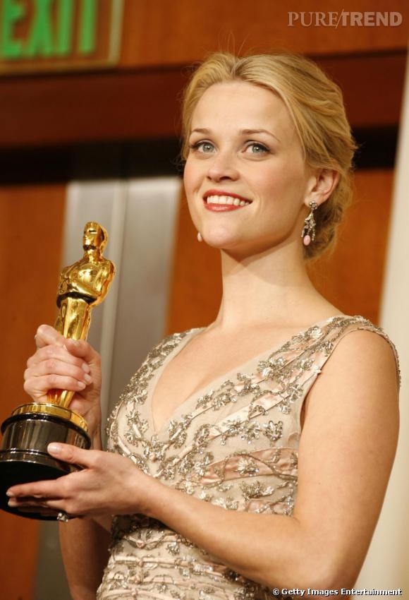 Reese Witherspoon, reine de beauté malgré un menton en galoche.