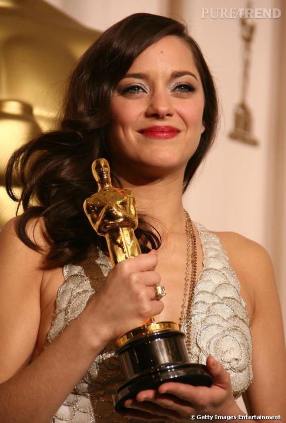 Première française à remporter un Oscar pour un rôle français, Marion Cotillard est divine.