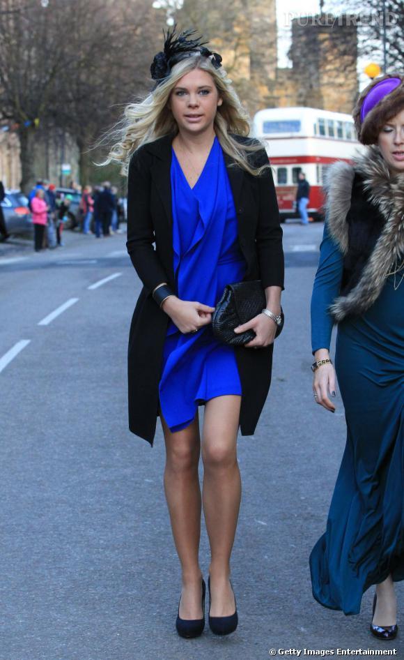 Extrêmement Chelsy opte pour la même couleur de robe, associée à une veste de  IM13