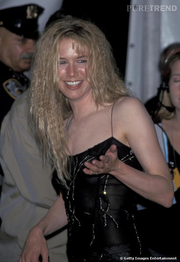 Le flop coiffure : cheveux gaufrés et détachés, Renée ressemble d'avantage à un rasta plutôt qu'à une star hollywoodienne.