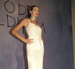 Si elle fréquente les podiums, dans les années 90 Stephanie Seymour est aussi une grande habituée du magazine Sports Illustrated.