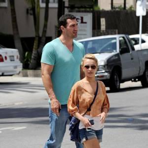 Les jeunes premiers hollywoodiens ne sont pas au goût d'Hayden Panettiere qui leur préfère des armoires à glace comme Wladimir Klitschko, 2m02 et 108 kilos. Comme ce n'est pas suffisant, il a 13 ans de plus qu'elle.