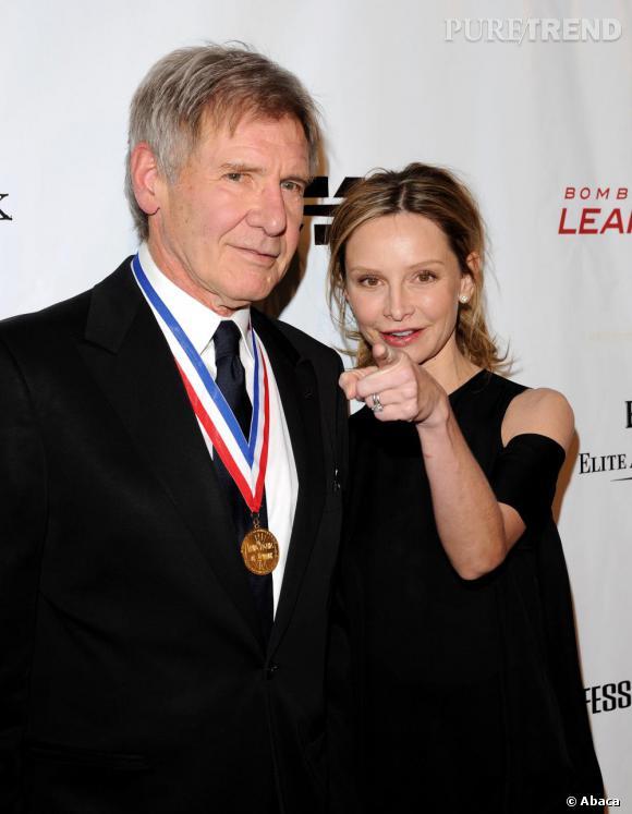 Calista Flockhart, 46 ans, aime Harrison Ford presque 70 ans, pour le meilleur et pour le pire, même si elle doit parfois lui rappeler où est l'objectif.