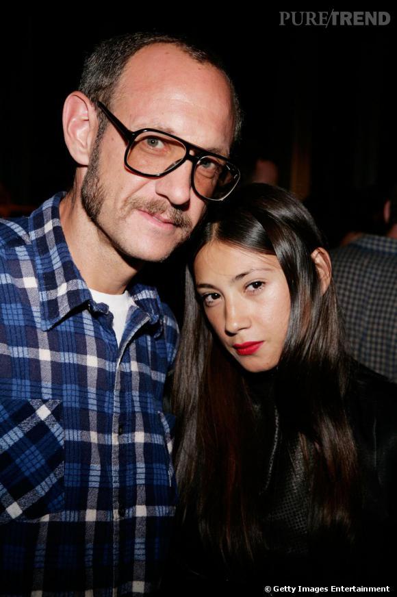 Jen Brill, it-girl made in USA, craque pour le photographe Terry Richardson, 46 ans. L'effet lunettes de papy et chemise de bûcheron sans doute.