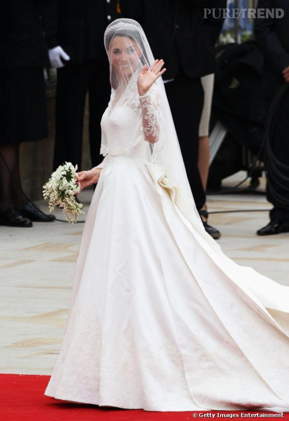 Kate Middleton en robe de mariée signée Sarah Burton.
