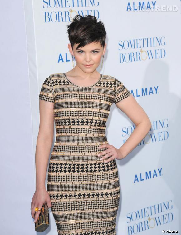 Ginnifer porte une robe Hervé Léger par Max Azria automne-hiver 2011.