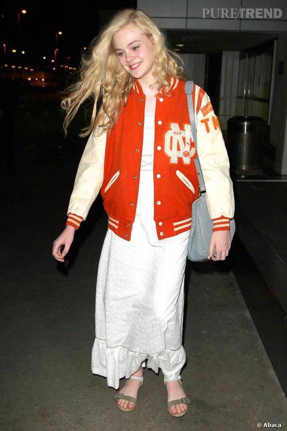 Elle Fanning à l'aéroport de Los Angeles, mardi 3 avril.