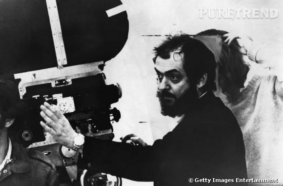 Les réalisateurs sont-ils tous mal coiffés ? Stanley Kubrick et son éternelle barbe bien fournie. Côté capillaire, la chevelure noir de jais, semble se dégarnir petit à petit sur le devant.
