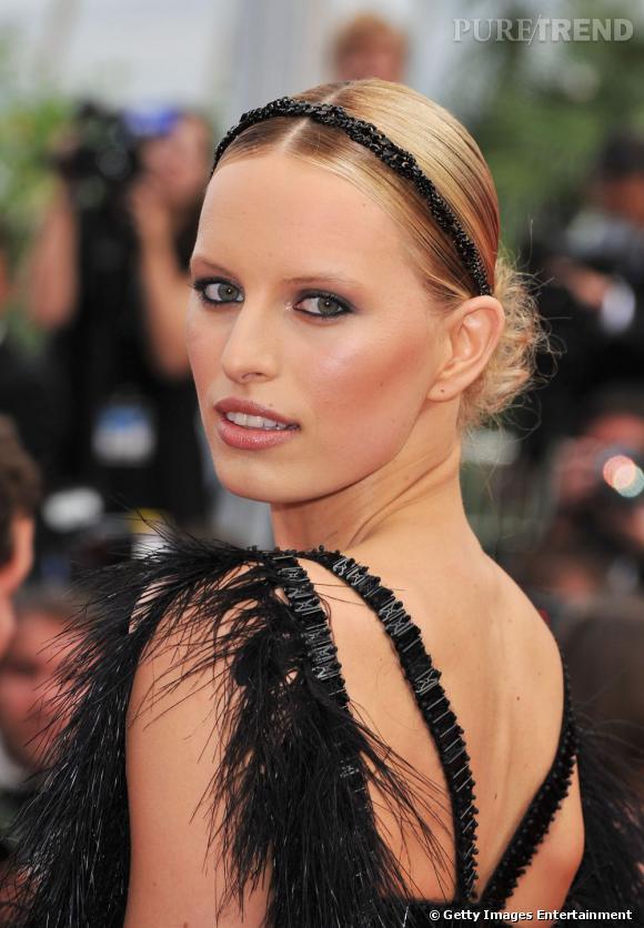 Cannes : les plus belles coiffures du samedi 14 mai    Chignon de danseuses, raie au milieu plaquée et hairband serti de perles noires pour Karolina Kurkova. Rayonnante