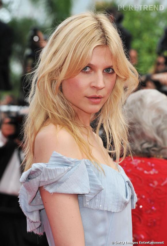 Cannes : les plus belles coiffures du samedi 14 mai       Comme à son habitude Clémence Poesy mise sur lâché rebelle de sa crinière, la raie se place au milieu pour plus de naturel