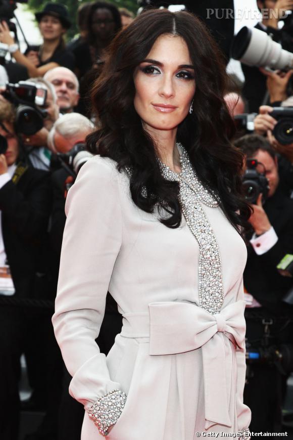 Cannes : les plus belles coiffures du samedi 14 mai          Paz Vega mise sur des ondulations glamour de sa chevelure noir de jais.