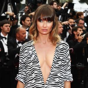 Cannes : les plus belles coiffures du samedi 14 mai   La chevelure scintille, Axelle Lafont mise sur un ombré hair qui illumine sa couleur. Le carré s'ondule légèrement, la frange encadre le visage.