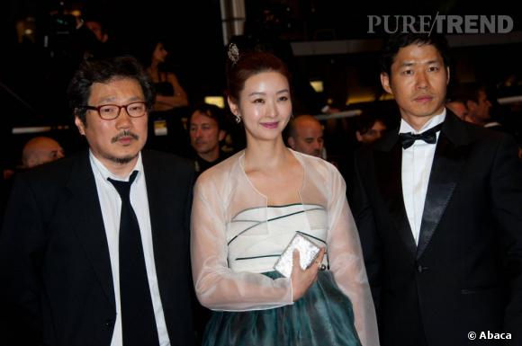 """L'équipe du film 'The Day He Arrives"""", Hong Sangsoo, Song Sunmi et Jungsan Yu."""
