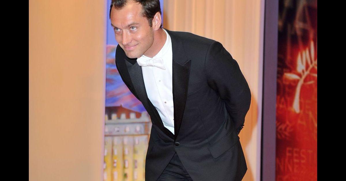 Jude Law, gentleman....