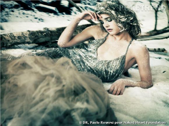 Natalia Vodianova en Roberto Cavalli par Paolo Roversi pour the Naked Heart Foundation.