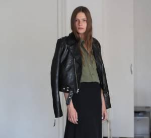 BLK DNM, la nouvelle marque de Johan Lindebergh Une maxi jupe en mousseline et un perfecto.